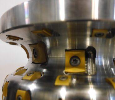 Подрельсовый станок Stanray M2/M3 для фрезерной обработки колес.